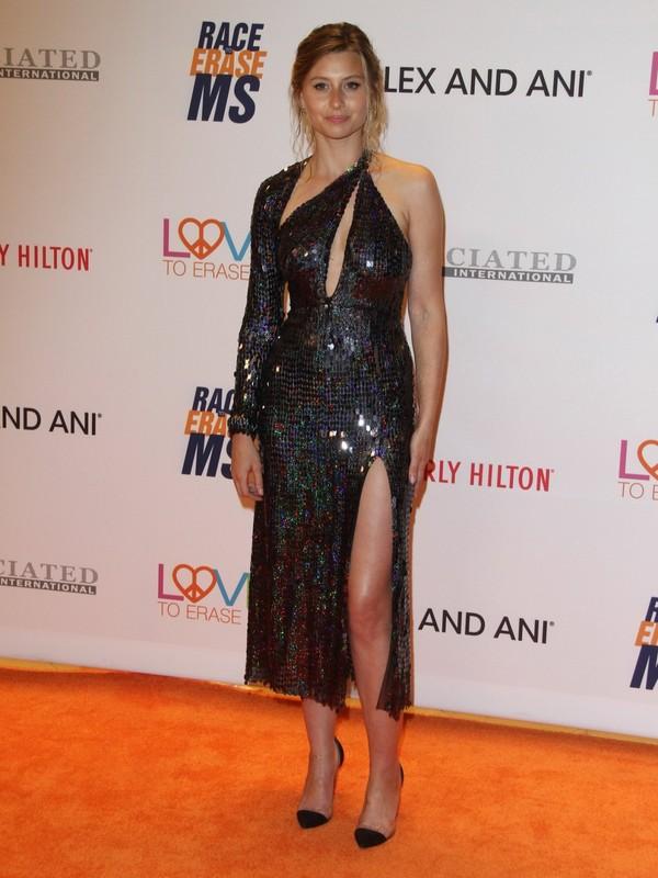 Alyson-michalka-busty-in-tight-high-slit-dress-n5xttoswlw.jpg