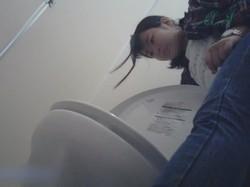 【盗撮 】某有名大学女性洗面所 Season 2 vol.71 美女学生さんの潜入盗撮!後編