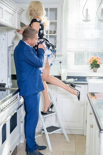 Brittany Bardot - MILF fucked in the kitchen (Private/2017/HD)