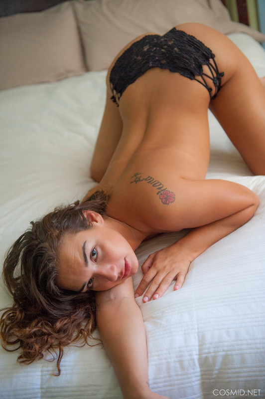 Jocelyn Joyce - On The Bed  06rahob70b.jpg